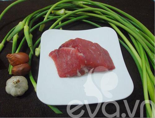 Thịt bò xào ngồng tỏi cuối tuần - 1