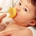Làm mẹ - Cho con uống nước chẳng hóa hại con?