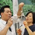 Tin tức - Ảnh cuối tuần: Ăn bạch tuộc sống ở Hàn Quốc