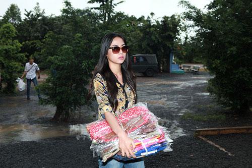 thai chi hung rang ro ben ''chi hang'' my hanh - 2