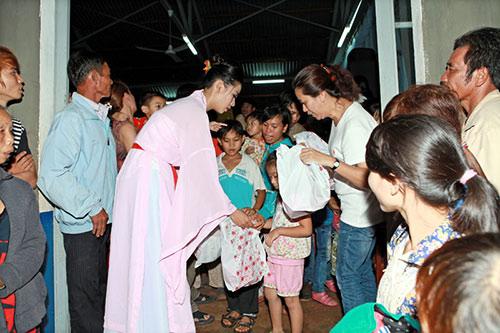 thai chi hung rang ro ben ''chi hang'' my hanh - 12
