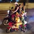Tin tức - Choáng: 2 'cảnh sát nhí' cưỡi 'siêu xe' dẹp đường
