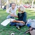 Làng sao - Việt Hương phát cơm cho người nghèo tại Mỹ