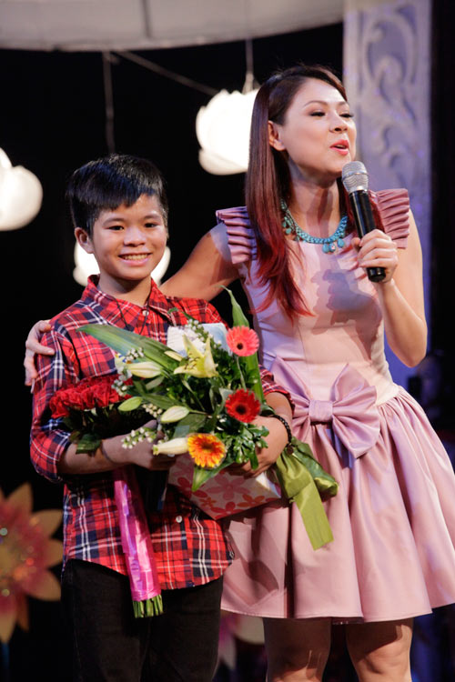 theo chan phuong my chi di dien cung quang anh - 17