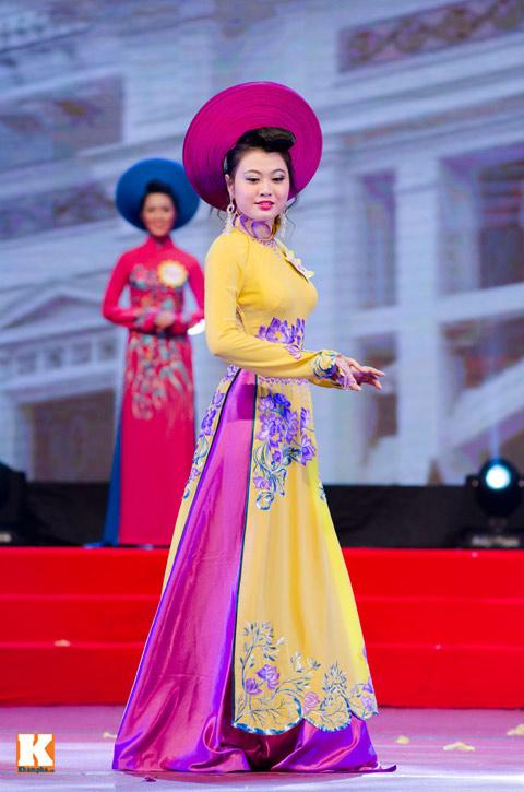 """lo thi huong tram dang quang """"nu hoang trang suc 2013"""" - 2"""