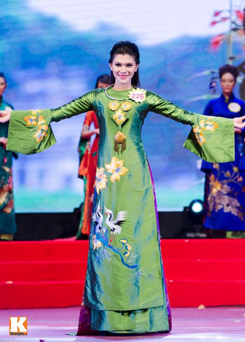 """lo thi huong tram dang quang """"nu hoang trang suc 2013"""" - 4"""