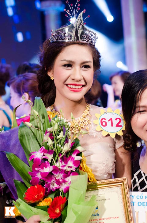 """lo thi huong tram dang quang """"nu hoang trang suc 2013"""" - 17"""