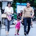 Làng sao - Vợ chồng Phan Thanh Bình đưa con đi mua sắm
