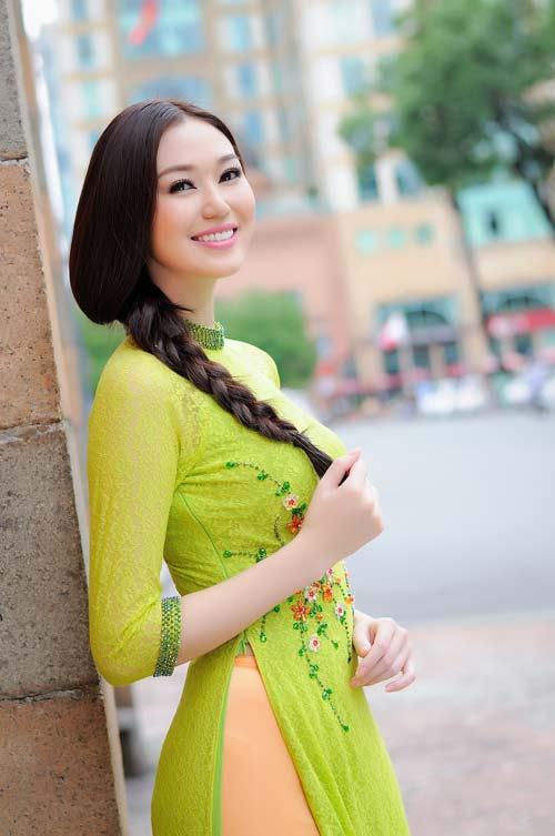 """khanh my ngay cang dat show """"dai su"""" - 1"""