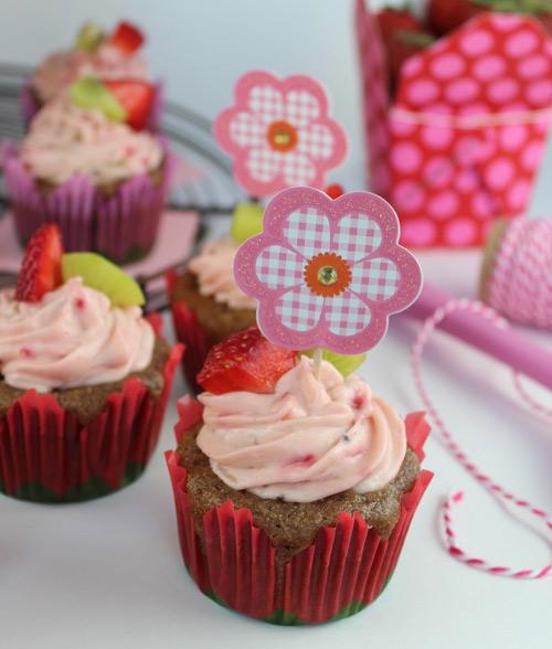 cupcake dau tay kiwi de lam - 13