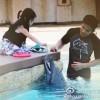 Làng sao - Con gái Triệu Vy cùng mẹ đi ngắm cá heo