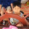 Tin tức - Thót tim 10 tuổi lái thuyền chở khách