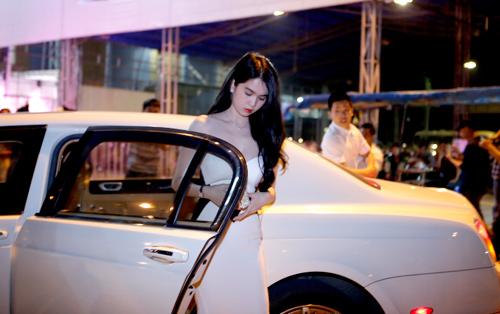 ngoc trinh khoe dang tai dam cuoi ngoc thach - 1