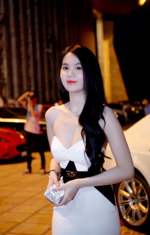 ngoc trinh khoe dang tai dam cuoi ngoc thach - 4
