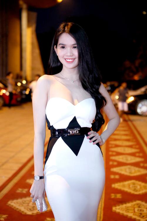 ngoc trinh khoe dang tai dam cuoi ngoc thach - 7