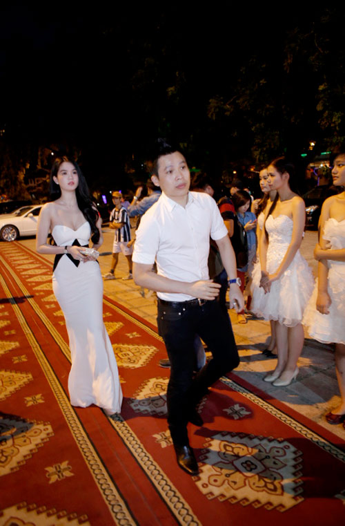 ngoc trinh khoe dang tai dam cuoi ngoc thach - 8