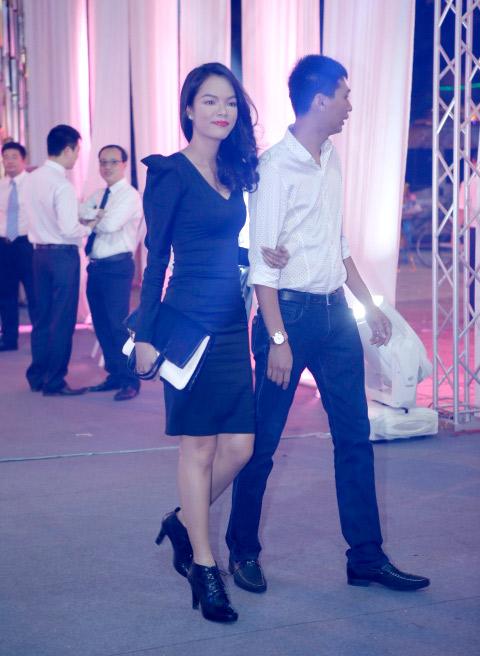 ngoc trinh khoe dang tai dam cuoi ngoc thach - 12