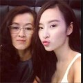 Làng sao - Angela Phương Trinh đưa mẹ đi ăn tối