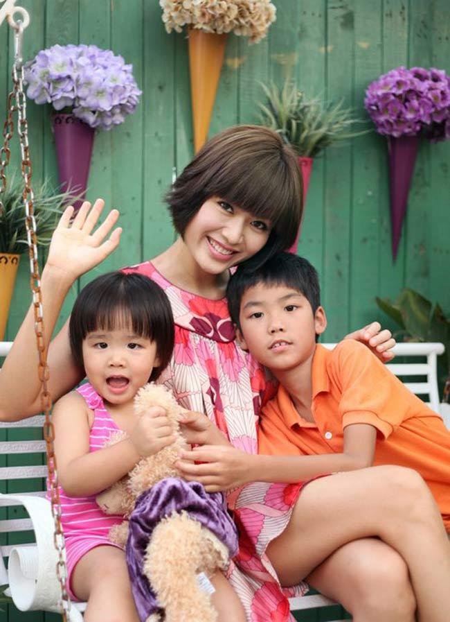 Cô con gái nhỏ thứ haicủa HH Việt Nam 1994 Thu Thủy có tên làAzzura Mỹ Tuệ. Azzura càng lớn càng có nhiều nét giống mẹ Thủy, đặc biệt là nụ cười tươi và khuôn mặt xinh xắn.
