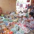 Mua sắm - Giá cả - Hàng rởm tràn ngập chợ quê
