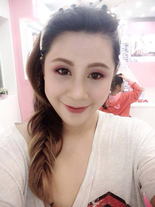 hot girl gao tu tin de mat moc nhieu mun - 2