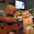 """Clip Eva - Bé nhảy """"cực sung"""" theo tiếng đàn của bố"""