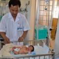 Tin tức - Bé gái sơ sinh bị bỏ rơi, thân thể bám đầy dòi