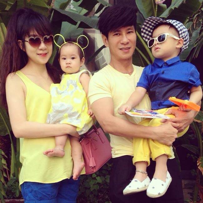 Mới đây, thông tin bà xã Lý Hải đang tiếp tục mang thai ở tháng thứ 4 đã khiến nhiều fan hâm mộ vô cùng ngạc nhiên vì cặp đôi này đã có đủ 'cả nếp cả tẻ'. Hai bé Rio và Cherry từ khi mới được sinh ra đã là tâm điểm của truyền thông và người hâm mộ vì vẻ ngoài vô cùng đáng yêu, ngộ nghĩnh. Trong khi chờ đợi một thiên thần nhí nữa của gia đình hạnh phúc nhất nhì showbiz Việt này ra đời, hãy cùng ngắm lại những hình ảnh cực đẹp của Rio và Cherry.