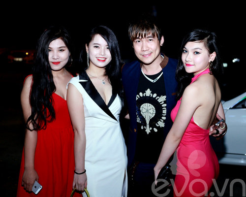 khanh phuong duoc fan nu hon tren san khau - 2