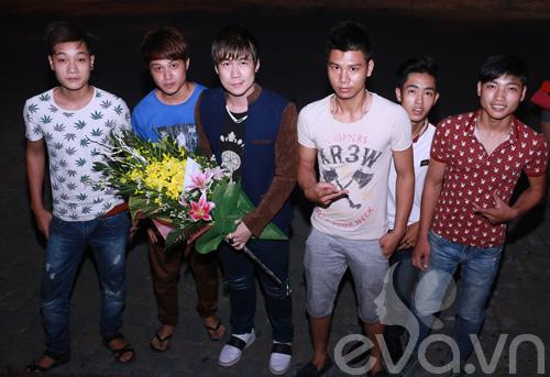 khanh phuong duoc fan nu hon tren san khau - 3