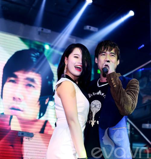 khanh phuong duoc fan nu hon tren san khau - 12