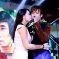 Khánh Phương được fan nữ hôn trên sân khấu