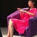 Làng sao - Triệu Thị Hà gây phẫn nộ vì ngồi lên sách