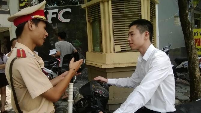 """""""ai noi phat mu bao hiem rom phai xin loi dan"""" - 1"""