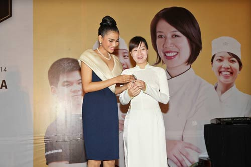 truong thi may lan dau khoe em gai - 6