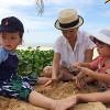 Làng sao - Hồng Nhung cùng 2 con tắm biển Vũng Tàu