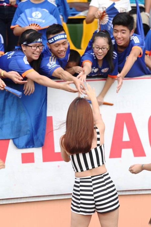 """luu huong giang sexy lam """"nao loan"""" san co - 11"""