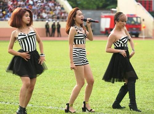 """luu huong giang sexy lam """"nao loan"""" san co - 2"""