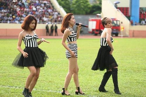"""luu huong giang sexy lam """"nao loan"""" san co - 3"""