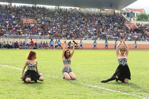 """luu huong giang sexy lam """"nao loan"""" san co - 5"""