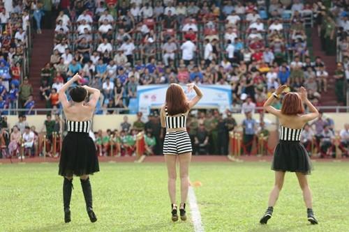 """luu huong giang sexy lam """"nao loan"""" san co - 6"""