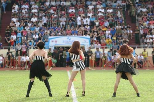 """luu huong giang sexy lam """"nao loan"""" san co - 7"""
