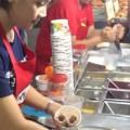 Bếp Eva - Lạ: Làm kem chảo kiểu Thái chỉ 2 phút