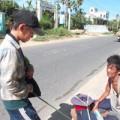 Tin tức - Đắng lòng cậu bé tiểu học ăn xin để có tiền đi học