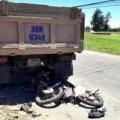 Tin tức - Xe tải kéo lê xe máy, 3 người chết thảm