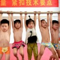 Làm mẹ - Lớp học hè khắc nghiệt của trẻ TQ