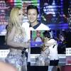 Hoài Lâm ôm hôn MiA trên sân khấu