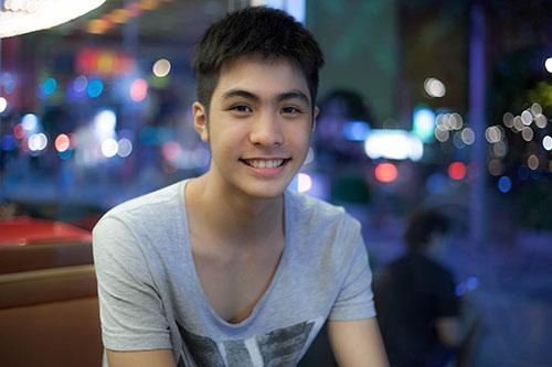 hot boy dong tinh thai lan sang tham viet nam - 2