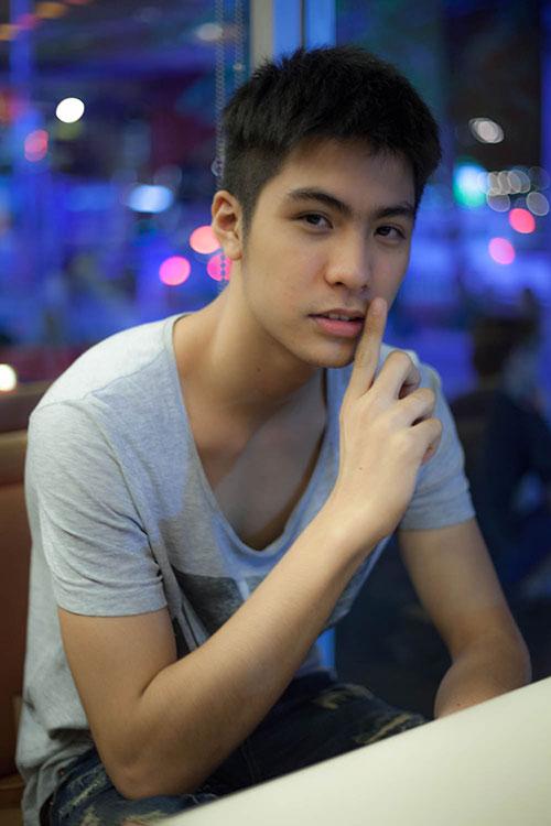 hot boy dong tinh thai lan sang tham viet nam - 3
