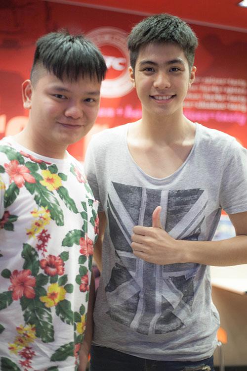 hot boy dong tinh thai lan sang tham viet nam - 4